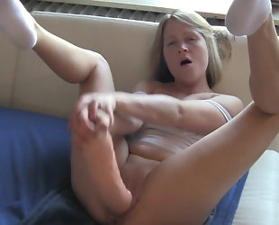 amateur blonde squirting